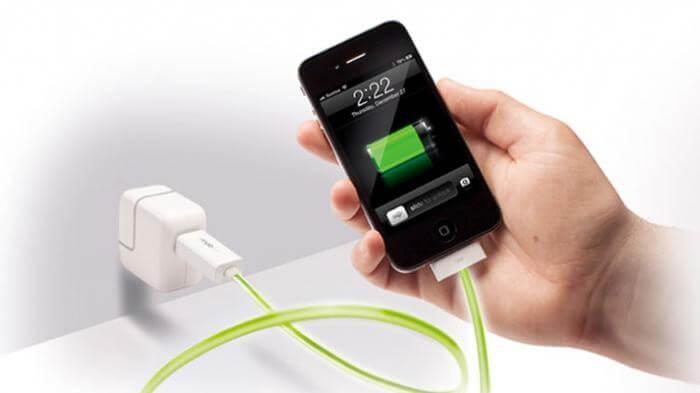 mengisi baterai ponsel dengan cepat